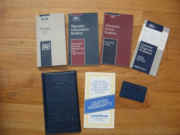 Photo 1993 FORD TEMPO Owner Guide with Case, Key and Booklets - $3 (North Haven, CT)