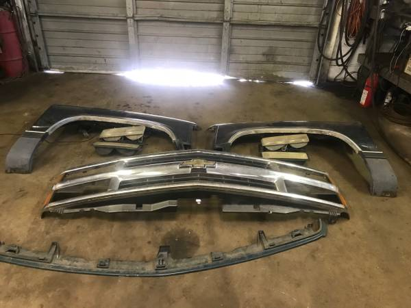 Photo 1995 CHEVY TRUCK FRONT FENDERS LIGHTS GRILL - $150 (NORTH HAVEN CT)