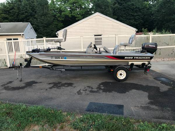 Photo 1997 Bass Tracker Pro Team 17.5 ft Bass Boat - $3,999 (East Haven)