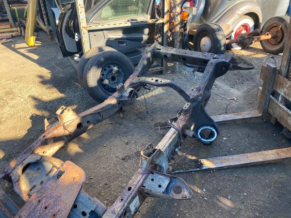 Photo 2000 DODGE 2500 4x4 FRONT FRAME SECTION PRETTY CLEAN WIRE BRUSH PAINT - $400 (NORTH HAVEN CT)