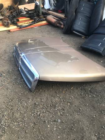 Photo 2001 DODGE RAM 1500 HOOD AND TAILGATE NO ROT - $100 (NORTH HAVEN CT)