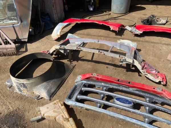 Photo 2004 FORD F250 SUPER DUTY GRILL, HEAD PARKING LIGHTS , HOOD , HEADE - $400 (NORTH HAVEN CT)