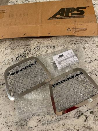 Photo APS MESH GRILL INSERTS FRONT BUMPER CHEVY AVALANCHE TAHOE NEW - $80 (Trumbull)