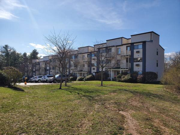 Photo Beautiful 1 BEDROOM LOFT AVAILABLE (181 Knollwood Dr, Wallingford CT , 06492)
