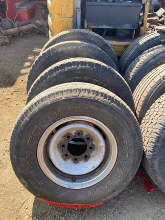 Photo CHEVY GMC 8 LUG 16 STEEL RIMS WITH TIRES 2457516 SET OF 4 OFF 98 - $100 (NORTH HAVEN CT)