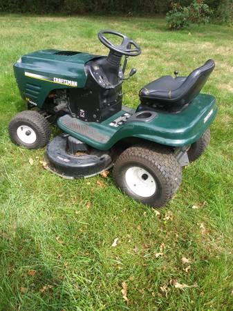 Photo Craftsman tractor 17.5hp 42quot deck - $350 (North Haven)