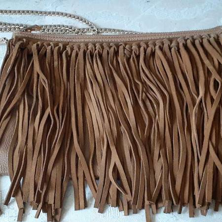 Photo Fringed crossbody bag with gold chain strap - $15 (new haven)