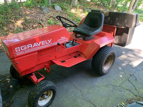 Photo GRAVELY 12-G PROFESSIONAL 4 WHEEL TRACTOR WHYD LIFT (Milford)