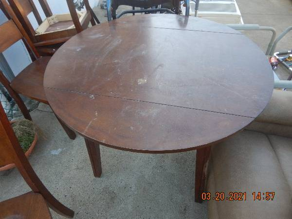 Photo Kitchen Table  Chairs - $250 (West Haven)
