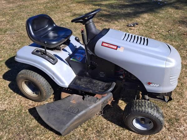 Photo Lawn tractor - Craftsman LT1000 - $300 (Orange)