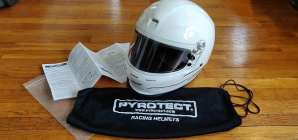 Photo New Pyrotect Pro Sport Full Face Duckbill Snell SA-2015 Racing Helmet - $200 (MilfordNew Haven)