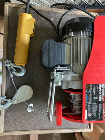 Photo Pittsburgh Electric Hoist - $100 (Old Lyme CT)