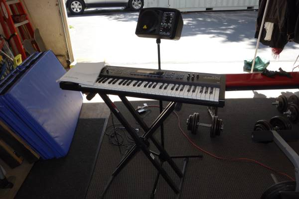 Photo Roland Juno DiStandPractice Speaker and Stand - $550 (Cheshire)