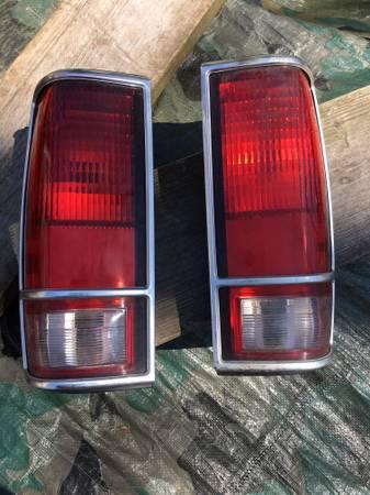 Photo S10 Blazer tail light lenses - $20 (Milford)
