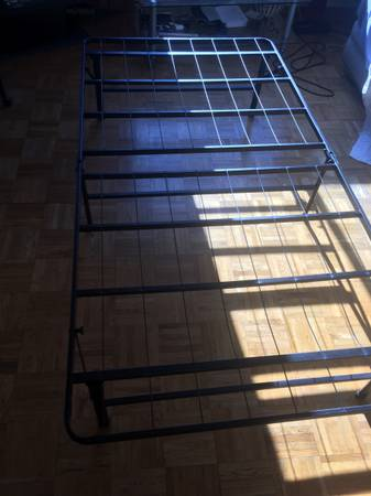 Photo TWIN BED FRAME - $30 (Derby ct)