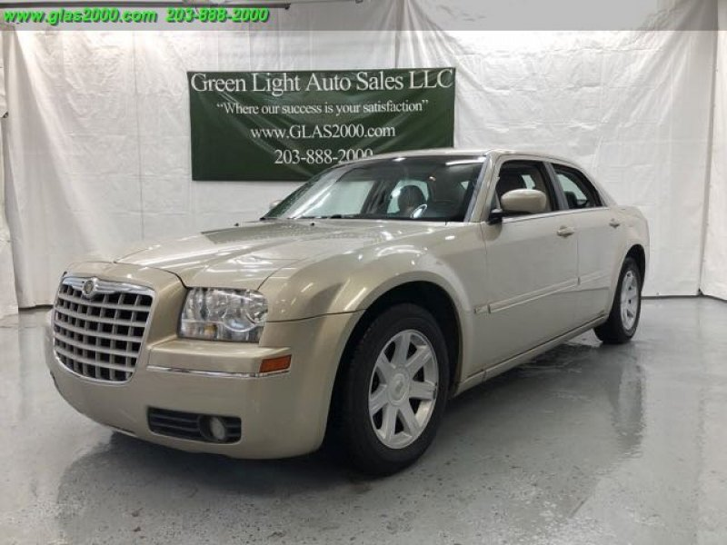 Photo Used 2005 Chrysler 300 Touring for sale