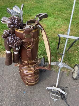 Photo Ventage spalding leather custom golf set - $60 (Stratford)