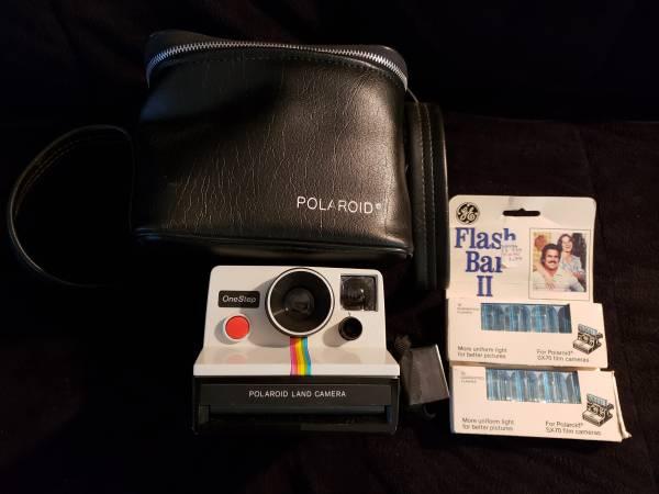 Photo Vintage Polaroid One Step Land Camera Package - $15 (Hamden)