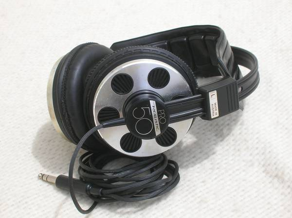 Photo Vintage Realistic Pro 50 Head Phones For Home Stereo Theater - $50 (Milford)