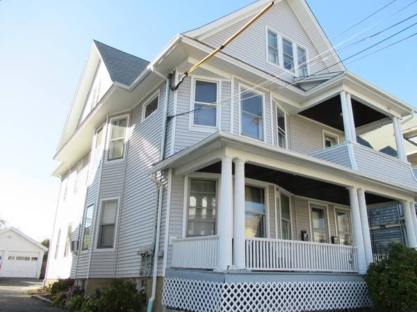 Photo WELL MAINTAINED NORTH END 3 FAMILY (BRIDGEPORT)