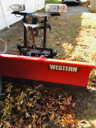 Photo Western snow plow - $2500 (Milford)