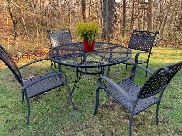 Photo Wrought Iron Patio Dining Set - $140 (West Haven)