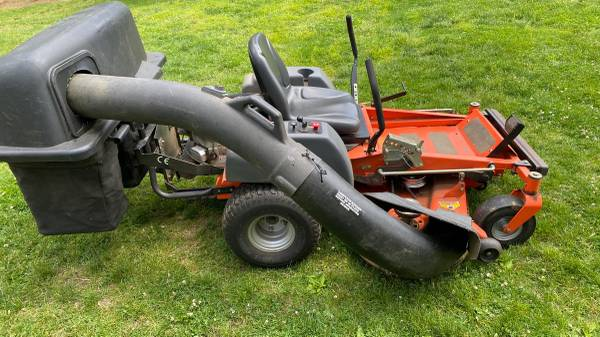 Photo husqvarna ez5424 54 zero turn mower with bagger - $3,000 (Sandy Hook)