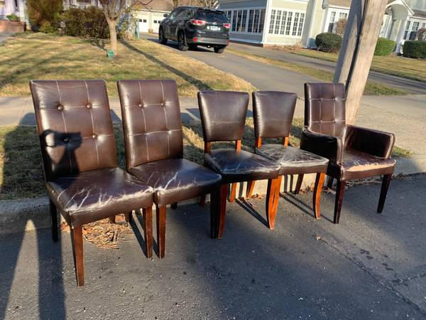 Photo well-worn bonded leather chairs (westville - New Haven)
