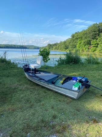 Photo 12 ft Jon boat - $850 (Newton)