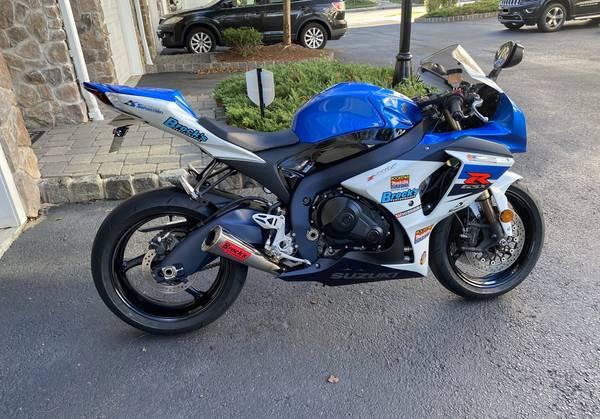 Photo 2011 Suzuki GSXR 1000 - Only 3189 Miles - $11,600 (Maplewood)