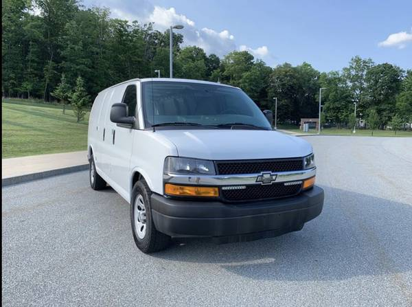 Photo 2013 CHEVY EXPRESS VAN 1500 low miles - $10400 (middletown ny)