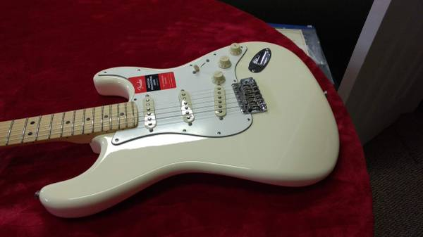Photo 2018 Fender American Special Stratocaster Olympic White  Maple Neck - $985 (PARAMUS)