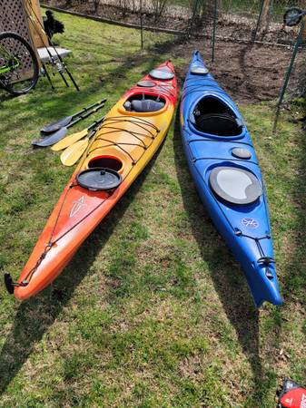 Photo 2 kayaks, 2 sets of paddles, thule roof rack with 3 kayak attachments - $2,000 (Englewood)
