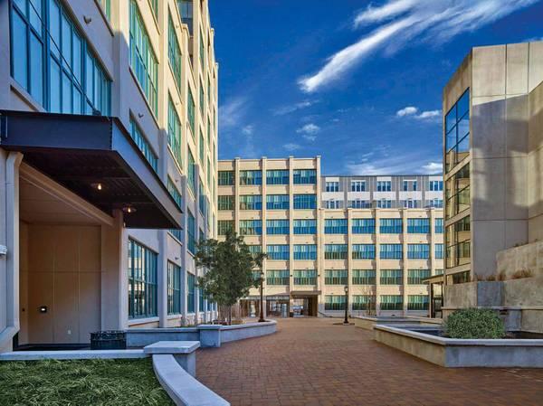Photo 3-month lease in luxury apartment complex (West Orange)
