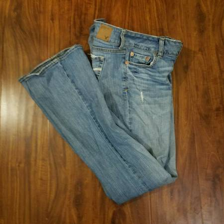 Photo American Eagle Womens Artist Blue Jeans Flare Low Rise Fade Whisker - $30 (Little Ferry)