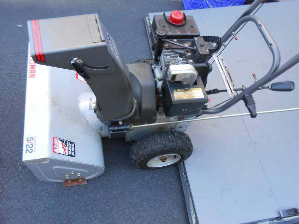 Photo Craftsman snow blower with electric start just serviced 5HP 22quot - $300 (Bergenfield, New Jersey)