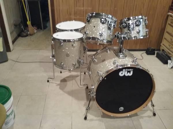 Photo Drums- 5Pc DW collectors series drumset (Centereach)