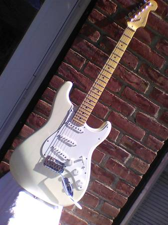Photo Fender American Stratocaster 2000, Translucent White Blonde - $1,250 (Orangeburg NY)