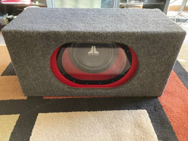 Photo JL Audio 10 W-Series sub with JL H.O Box - $320 (Madison)