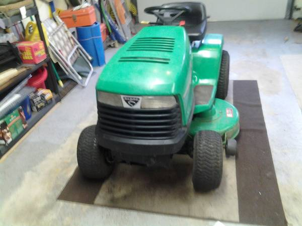 Photo JOHN DEER TRACTOR - $485 (HARDWICK NJ)