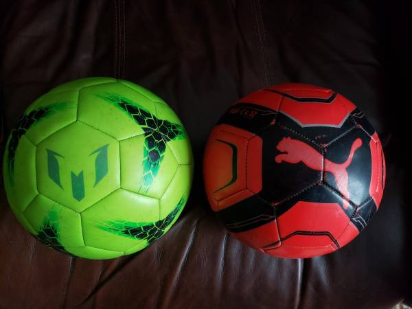 Photo Messi Adidas Green Soccer Ball  Puma Red Soccer Ball Size 4 - $20 (EAST RUTHERFORD, NJ)