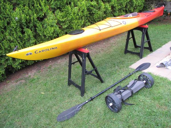 Photo PERCEPTION CAROLINA 14 SEA TOURING KAYAK BOAT CART PADDLE LIFE PRESERV - $750 (Lodi)