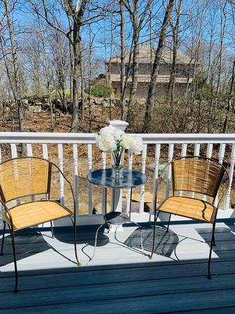 Photo PIER 1 IMPORTS WROUGHT IRON AND BAMBOO OUTDOOR CHAIRS FREE TABLE - $199 (Kinnelon)