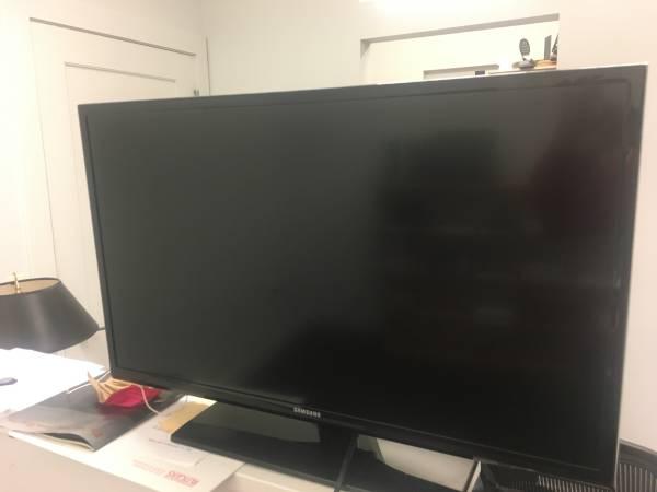 Photo Samsung HDTV 32quot TV - $100 (Montclair, NJ)