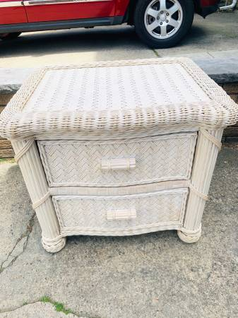 Photo Set White wicker wood 5 drawer dresser and two night tables w drawers - $200 (Lyndhurst, NJ)