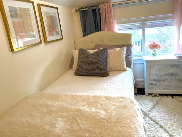 Photo Small furnished room (River Edge)