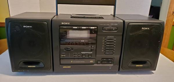 Photo Sony CD Radio Cassette Recorder (6) CD Changer - CFD-600 (2) slide off - $125 (Rockaway)