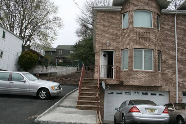 Photo Studio For Rent - Private Entrance  bath, parking, close to NYC (Fairview)