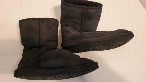 Photo Womens UGG  UGGS Black Suede Boots Sz 9 - Never worn - $25 (Rockaway)