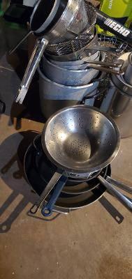 Photo pots and pans - $5 (FAIR LAWN)